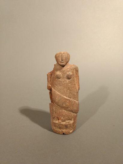 Figure féminine debout  Terre cuite  H. 15...