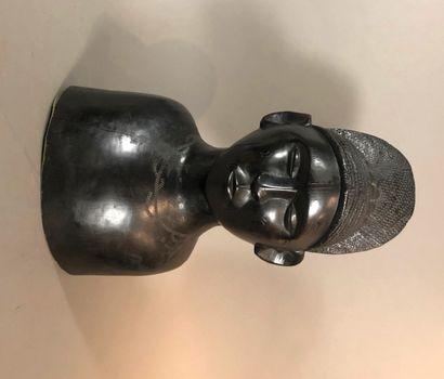 Buste de femme, Afrique  Bois à patine noire,...