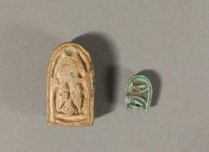 Lot comprenant deux scaraboïdes en forme de tilapia, une amulette en forme de mangouste...