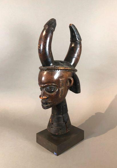 Cimier Idoma, Nigeria  Bois mi-dur à patine...