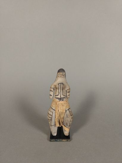 Figure callipyge debout portant un pagne,...