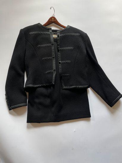 GUY LAROCHE Tailleur jupe et veste en laine...