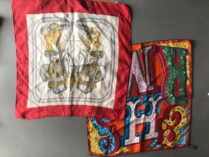 Ensemble de deux petits foulards en soie...
