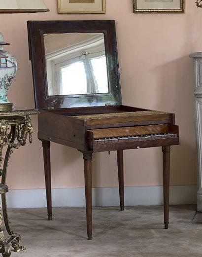 Piano guide-chant en acajou et placage d'acajou....