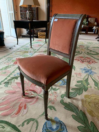 Paire de chaises en hêtre mouluré et relaqué...