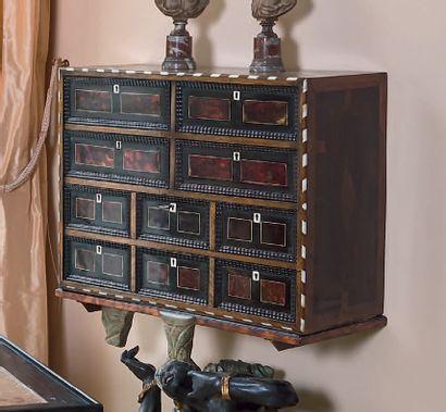 Cabinet en placage de motifs géométriques...