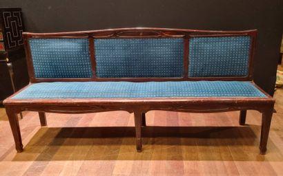 Canapé Art nouveau reposant sur 6pieds Usures...