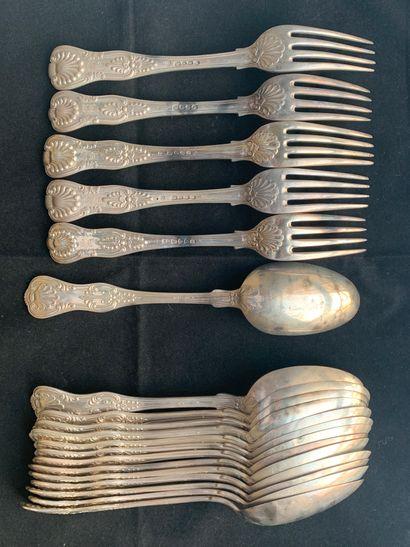 Cinq fourchettes et quatorze cuillers en...