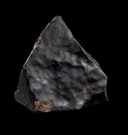 MÉTÉORITE DE TYPE CHONDRITE H. 100 mm - L. 100 mm - P. 90 mm - Poids: 1110 g Météorite...