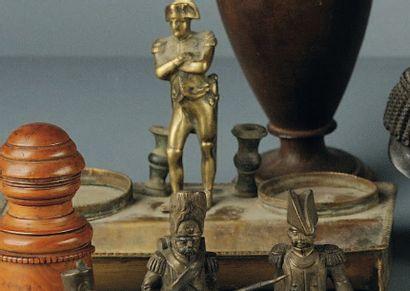 Encrier cuivre avec statuette de Napoléon,...