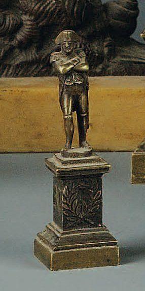 Petite statuette de Napoléon, socle bronze,...