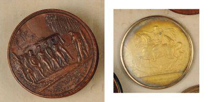 Boîte ronde en buis avec couvercle sculpté...