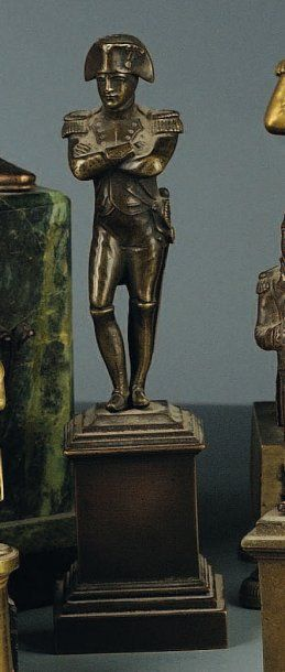 Statuette de Napoléon en frac, socle bronze,...