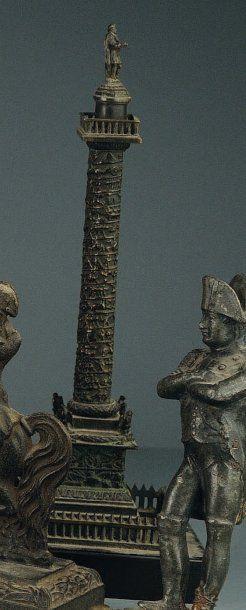 Colonne Vendôme en bronze patiné formant...
