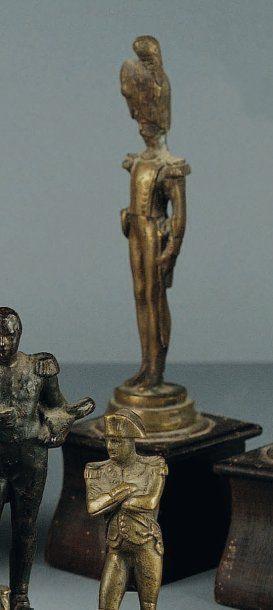 Statuette en bronze représentant un Officier...