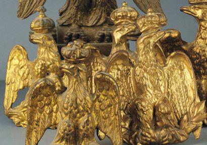 Lot de 3 aigles de pavoisement en tôle dorée,...
