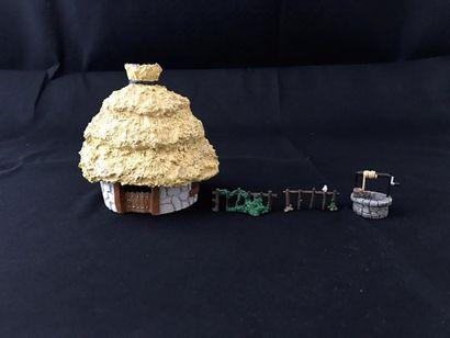 Lot de 4 figurines Pixi: - Maison d'Assurancetourix,...