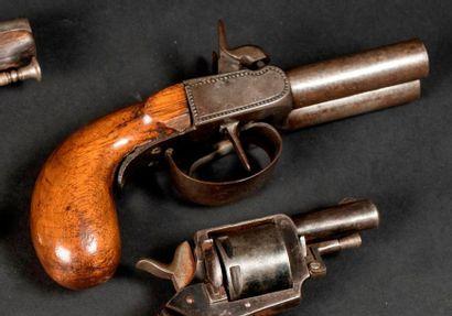 Pistolet double à coffre à percussion. Canons...