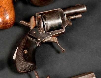Revolver Bull Dog, six coups, calibre.320....
