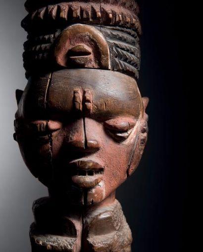 Effigie féminine Kuyu, République du Congo Epoque présumée: XIXe siècle Bois d'alstonia...