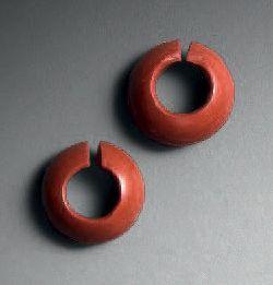 Lot composé de quatre anneaux de cheveux...