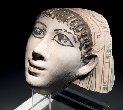 Masque de momie représentant le visage d'une...