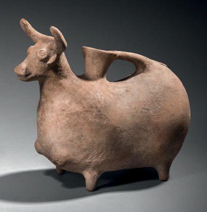 Rhyton zoomorphe représentant un taureau,...