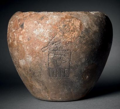 Vase au nom du Roi Adjib. Rare vase au corps...