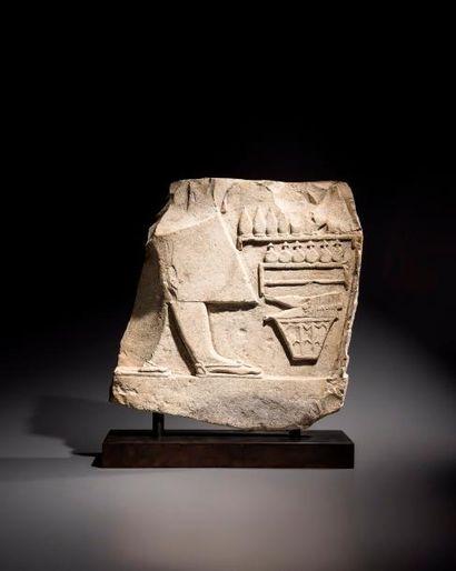 Relief fragmentaire sculpté de la partie...