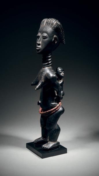 Maternité Agni, Côte d'Ivoire Bois à patine...