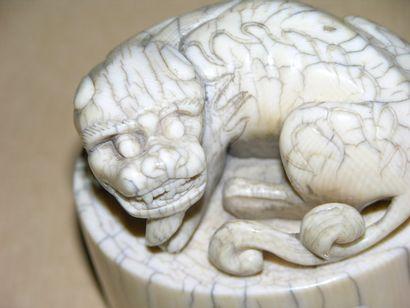 Sceau en ivoire. Chine. La légende du sceau...