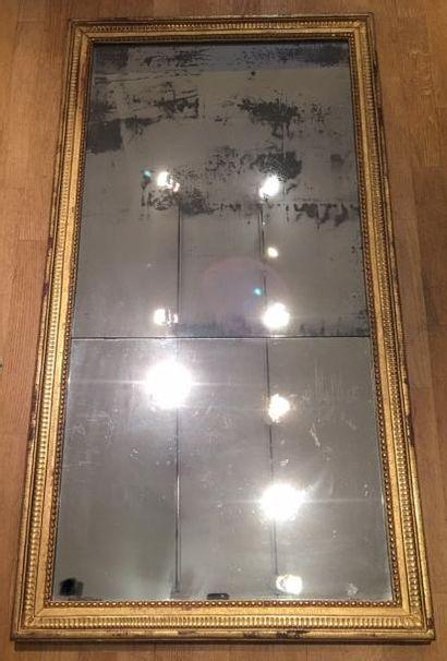 Cadre Louis XVI en bois doré (miroir d'origine)...