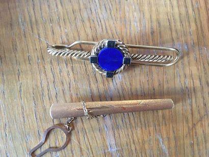 CHAUMET Pince de cravate en or 750/1000 ornée...