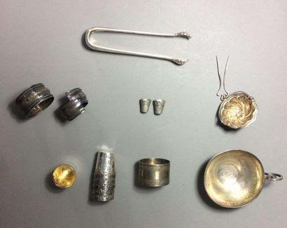 Ensemble en argent et métal argenté: -6 verres...