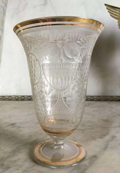Vase cornet en cristal de Bohème A décor...