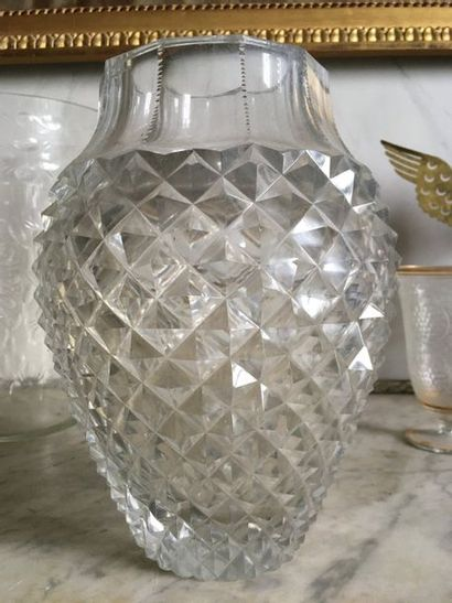 Grand vase balustre en cristal taillé Probablement...
