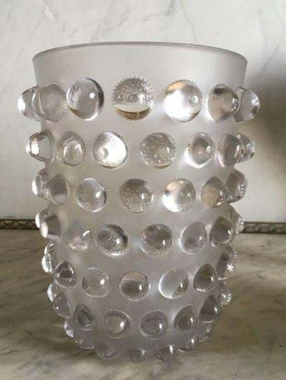 LALIQUE FRANCE Vase MOSSI en verre moulé...