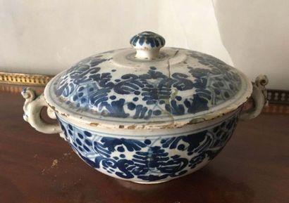 Pot couvert En faïence de Turin, à deux anses...