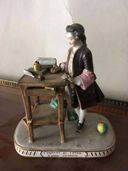 L enfant au toton Sujet en porcelaine polychrome...