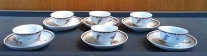 VENISE Six bols et six soucoupes en porcelaine à décor polychrome de bouquets de...
