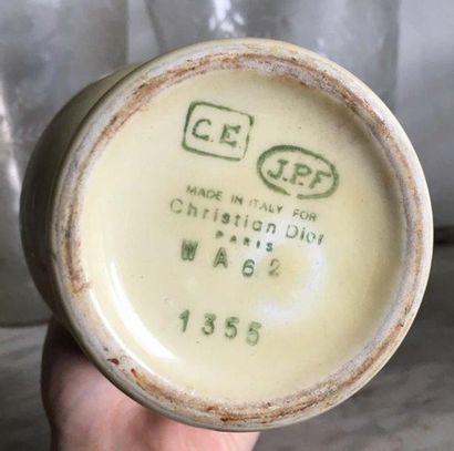 Vase de forme balustre DIOR En céramique à glaçure jaune, la panse sinueuse Made...