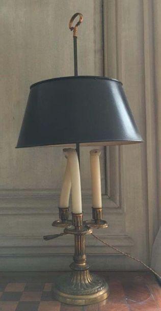 Lampe de bouillotte en bronze ciselé doré Base circulaire cannelée Modèle à trois...