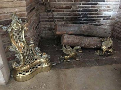 Paire de chenets En bronze ciselé et doré A décor de croisillons et feuilles d acanthe,...