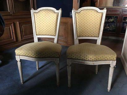 Six chaises de style Louis XVI laquées blanc