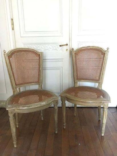 Trois chaises cabriolet En bois mouluré et...