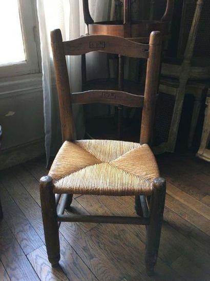 Chaise en bois naturel L'assise paillée XIXe...