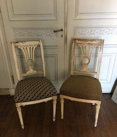 Ensemble de trois chaises En bois mouluré...