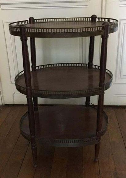 Table de salon en bois naturel mouluré et...