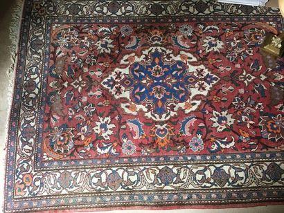 Lot de trois petits tapis persans