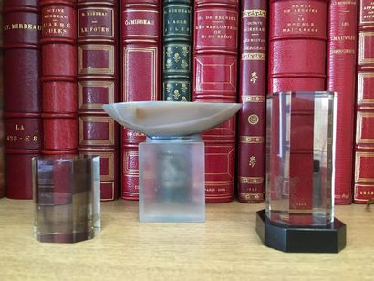 Coupe oblongue en agate H. 2,3 cm. ; L: 9,4...
